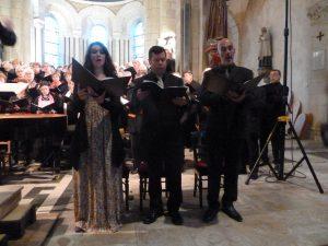 Isabelle savigny, Robert Getchell et Hubert Dény ont formé un trio de solistes qui a apporté la touche nécessaire pour mettre en valeur les voix du chœur (© Pierre Nouvelle).