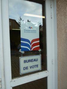 Comme à Tupin-et-Semons, commune rhodanienne de 600 habitants, on a voté en nombre dans plus de 10 000 mairies (© Pierre Nouvelle).