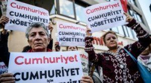 Les manifestations de soutien aux journalistes et à toute la société turque se multiplient (© Pierre Nouvelle).