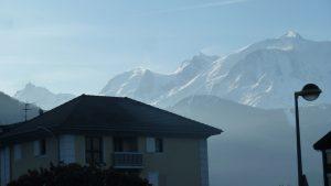 A Sallanches, au pied du Mont Blanc et des grands sommets chamoniards, la pollution est chose commune même et surtout lorsqu'il fait beau (© Pierre Nouvelle).