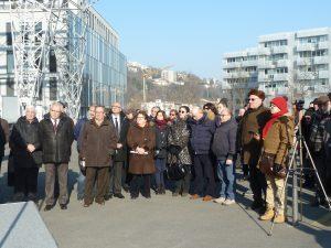Une cinquantaine de personnes représentant les journalistes, les élus lyonnais et la communauté arménienne ont rebndu hommage au journaliste Hrant Dink, dix ans après son assassinat (© Pierre Nouvelle).