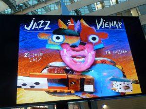 quinze jours de spectacle, une cinquantaine de concerts, du cinéma, de la littérature, le 37e festival ne dérogera pas à la tradion instaurée il ya 37 ans par le jazzman Jean-Paul Boutellier et le maire louis mERMAZ (© Pierre Nouvelle).