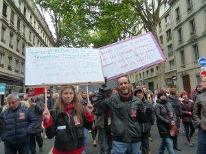 Les rans de la France insoumise étaient très jeunes et les slogans très déterméinés, à la différence des militants CGT plus partagés sur l'attitude à tenir le 7 mai (© Pierre Nouvelle).