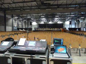 Pour accueillir 1300 spectateurs venus applaudir 350 interprètes musicaux et chorégraphiques, une énorme logistique avait été dployée avec la coopération des personnels de l'Eduen, du théâtre municipal, du Conservatoire et de la communauté de communes en général (© Pierre Nouvelle).