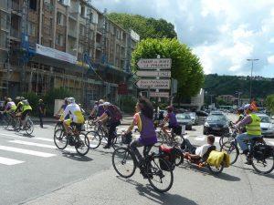 Lé vélo est un bon moyen de découvrir une ville, comme ici à Vienne sur le chemin du Champ de mars (© Pierre Nouvelle).