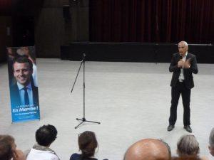 Jean-Luc Fugit, député LREM de la 11e circonscription, en campagne à Condrieu, devrait dialoguer dès la rentrée avec sa collègue viennoise de la rive gauche du Rhône (© Pierre Nouvelle).