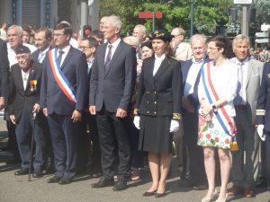 Maire, députée, conseiller régional et municipaux, sous-préfète étaient au premier ranf d'un rassemblement citoyen qui a réuni près de 200 personnes (© Pierre Nouvelle).