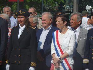 Baptême du feu très officiel le 14 juillet 2017 à Vienne pour la nouvelle députée Caroline Abadie, ici au côté de la sous-préfète de Vienne -Isère) Caroline Gouache (© Pierre Nouvelle).