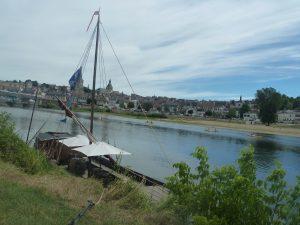 canoé, kayak et autre gabare, autant de moyens de cheminer sur le fleuve jusqu'à Nantes © Pierre Nouvelle).