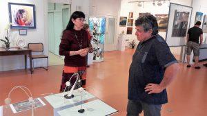 L'association des artistesde la cité des peintres organise neuf expositions par an dans des leiux au cœur de la vieille cité médiévale de Morestel (© Pierre Nouvelle)