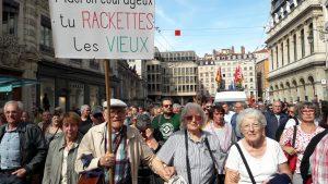 La déception à l'égard d'Emmanuel macron pour lequel beaucoup de retraités ont voté était manifeste dans le cortège lyonnais (© Pierre Nouvelle).