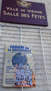 Samedin 28 octobre 2017, plus de 600 personnes ont rendu visite au 1er Forum de la solidarité qui s'est tenu dans la salle des fêtes de Vienne (Isère) en présence d'une trentaine d'associations (© Pierre Nouvelle).