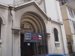 Alors que la France célébrait la fête nationale, comme à Vienne (Isère), les Protestants mettaient des banderoles pour accueillir sur le seuil de leurs lieux de culte (© Pierre Nouvelle).