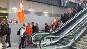 Lver à 5h30 et arrivée cinq heures pls tard à Paris-gare-de-lyon pour 500 militants du Rhône et de la Loire (© Pierre Nouvelle).