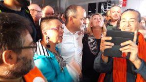 Après un discours brillant et très dynamique, les demandes de selfies furent nombreuses (© Pierre Nouvelle).