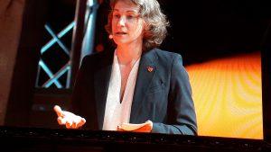 en tandemavec véronique Descacq, Marylise Léon a souligné les avancées enregistrées par la CFDT au fil des actions (© Pierre Nouvelle).