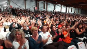Réunir 10 000 personnes à paris était un pari; Il a été tenu dans le contexte difficile de l'adoption des ordonnasses d'Emmanuel Macron (© Pierre Nouvelle).
