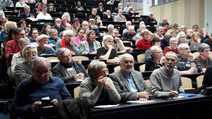 Un peu plus d'une centaine de personnes étaient réunies dans l'amphithéâtre de la Maison internationale des langues et de la culture de l'Université Lyon 2 pour aborder la questions des relations de la CGt avec les institutions françaises et internationales (© Pierre Nouvelle).