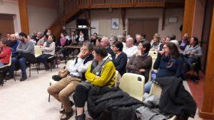 vendredi 17 novembre 2017, la salle des fêtes des haies accueillait une cinquantaine de personnes pour visionner un des documentaires d'Honorine Perino et dialoguer avec la réalisatrice (© Pierre Nouvelle).