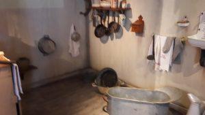 En passant des taudis du Vieux-Lyon aux appartements de l'opération Million du quartier des Etats-Unis, les nouveaux habitants ont mesurer la différence notable en matière de confort et d'hygiène (© Pierre Nouvelle).