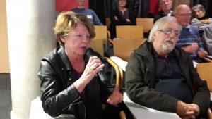 Le débat a été très soutenu entre les membres du public, souvent acteurs des mouvements sociaux © Pierre Nouvelle).