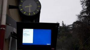 Comme presque tous les jours, les trains étaient en retard sur la ligne Valence-Lyon © Pierre Nouvelle).