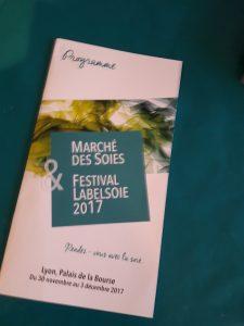 Entre le Palais de la Bourse et d'autres lieux culturels lyonnais, la bioennale Marché des soies-Label soie a fait cause commune avec Novembre des canuts (© Pierre Nouvelle).