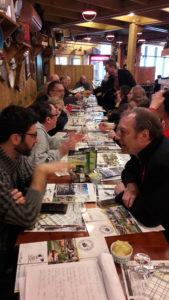 Le repas organisé par un syndicat d'exploitants de salles de cinéma a favorisé les échanges entre professionnels de la filière du 7e art (© Pierre Nouvelle).