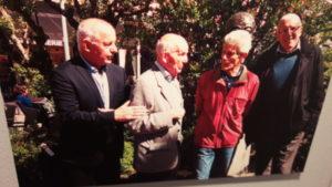 Michel Chomarat, les journalistes Robert Vial et Pierrick Eberhard, et Christian Delorme : tous les quatre étaient à la Bourse du travail en 1966 et ont oeuvré pour la pose d'un st_le à la mémoire du leader des droits civiques aux États-Unis (© Pierre Nouvelle).