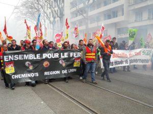 Quekques centaines de cheminots dans les rues de Lyon et des gares désertes, le mouvement de grève a été bien suivi (© Pierre Nouvelle).