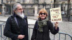 Fin mars 2018, une cinquantaine de personnes, habitants des 1er et 4e arrondissement , syndicalistes CFDT et CGT manifestauient devant l'Hôtel de ville de Lyon (© Pierre Nouvelle).