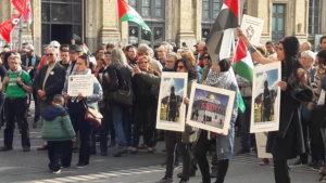 Uné réaction d'indignation, un appel à la réaction du gouvernement français était au centre de ce rassemblement (© Pierre Nouvelle).
