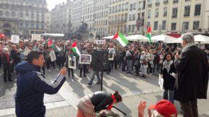 Au terme de ce rasseblement a éyé suggéré, non seulemet la poursuite du boycott de produits israéliens, mais aussi des manifestations prochaines France-Israël (© Pierre Nouvelle).