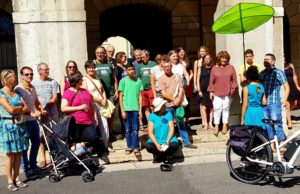 A Vienne (Isère), comme dans cent villes de France, des citoyebs se sont rassemblés pour le climat (© Aziza Chabane).