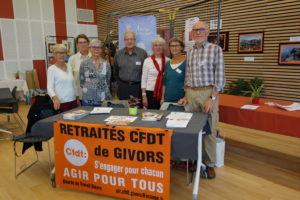 A Lyon, Villefranche-sur-Saône et ici Givors, les retraités CFDT ont participé à la Selmai,e bleue par des débats sur la perte d'autonomie et les aidants familiaux (© ULR CFDT Givors-Condrieu).