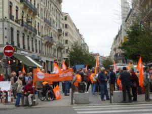 Le 4 octobre 2018, la CFDT était seule dans les rues de France et chez les préfets pour exprimer le ras le bol des retraités vis à vis de la politique sociale du gouvernment. A Lyon, ils étaient une centaine place Le Viste pour un rassemblement (© DR/Jacques Réty).
