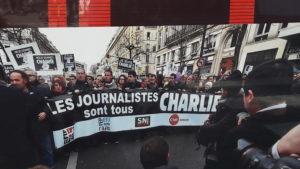 Dimanche 11 janvier 2015, en tête d'un immense cortège parisien, les syndicats de journalistes SNJ et CFDT ouvraient la marche de la solidarité avec l'équipe de Charlie Hebdo décimée par des terroristes (© DR/SNJ)