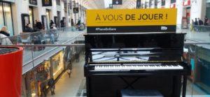 Lancée il y aplus d'une dizaine d'années; l'opération Piano en gare persiste et permet l'expression d'artistes anonymes au grand talent ( © DR/SNCF Paris Gare St Lazare)
