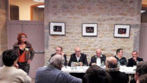 Une cinquantaine de personnes avaient gagné la mairie de Lyon 4e pour parler de la réalité des mutuelles ( © Pierre Nouvelle ).
