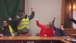 Une trentaine de Gilets jaunes viennois a débattu puis voté sur la suite du mouvement dans cette agglomération (© Pierre Nouvelle).