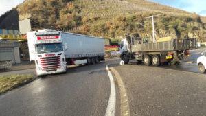 Trente-cinq accidents entre 2006 et 2016 à un carrefour de voies qui servent de dérivations aux poids lourds (© Pierre Nouvelle).