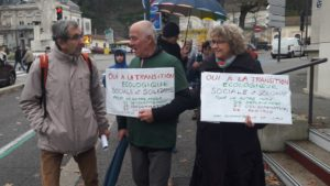 Transition écologique et augmentation des salaires et des retraites ont été défendues conjoitement dans les rues de la, sous-préfecture dauphinoise (© Pierre Nouvelle).