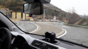 C'est à un carrefour très accidentogène que les élus communaux et départementaux vont tenter de remédier sur la départementale 386 à la sortie du bourg d'Ampuis (© Pierre Nouvelle).
