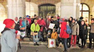 Comme le 4 janvier dernier, le mouvement Nous voulons des coquelicots invite à des rassemblements devant les mairies vendredi 1er février à 18h30 (© Pierre Nouvelle).