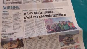 Nos collègues du quotidien Le Dauphiné libéré sont allés à la rencontre des Gilets jaunes sur leur nouvel emplacement (© Pierre Nouvelle).
