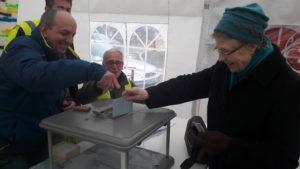 Près ede 200 personnes avaient voté dimanche après-midi, et il reste encore une journée avant le dépuillement prévu lundi 14 janvier à 18 heures © Pierre Nouvelle).