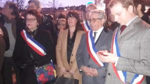Au milieu des manifestant.e.s anonymes s'étaient joint.e.s des élu.e.s,, au nombre desquels la maire de Lyon, Gérard Collomb, et l'ancien Premier ministre Manuel Valls venu soutenir son équipe de football (© Pierre Nouvelle).