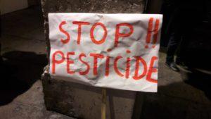 Avec persistance, un corps de personnes opposées aux pesticides et soucieux de l'avenir de la planète se constitue dans le bassin viennois (© Pierre Nouvelle).