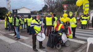 Au sud de Vienne, les Gilets jaunes étaient aussi dans l'action à l'entrée de Saint-Clair-du-Rhône (© Pierre Nouvelle).