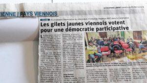 Indépendamment des manifs en ville, les ateliers participatifs continuent et font avancer l'éducation civique et militante au sein du groupe de Vienne et environs des Gilets jaunes(© Pierre Nouvelle/ Dauphiné libéré).